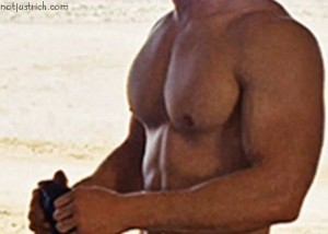 chris hemsworth chest