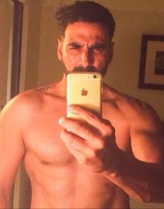 akshay kumar body selfie
