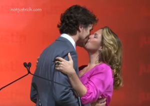 Justin Trudeau wife Sophie Gregoire kissing