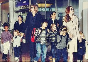 angelina-jolie-and-brad-pitt-with-children-image