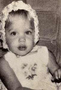 angelina-jolie-childhood-pic