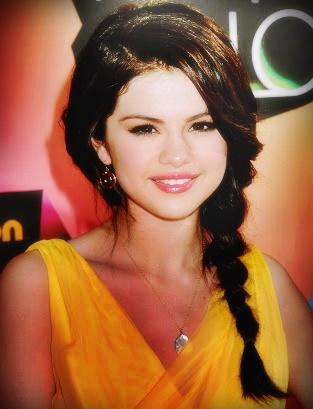 Selena Gomez - Age, Net Worth, Wiki, Height, Trivia